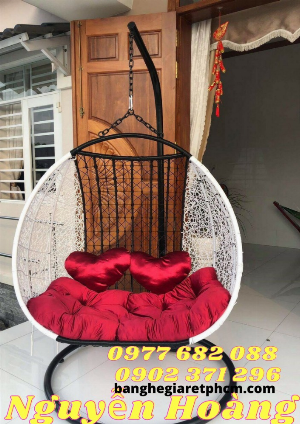 Giá ghế xích đu đôi kèm nệm bọc nhung đỏ -Nội Thất Nguyễn Hoàng Sài Gòn