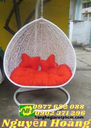 Mua Ghế xích đu đôi nệm đỏ Nội Thất Nguyễn Hoàng Sài Gòn
