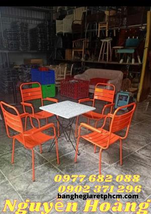 Bộ 1 bàn mặt đá, 4 ghế chân sắt Nội Thất Nguyễn Hoàng
