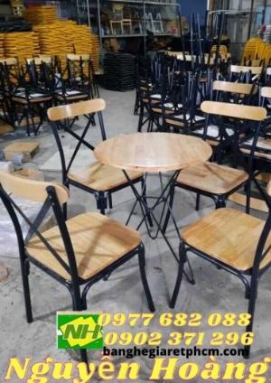 Ghế gỗ chân sắt sẵn bàn gỗ chân sắt