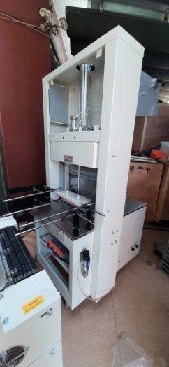 Máy cắt dán màng co lốc chai bán tự động, máy rút màng co lốc