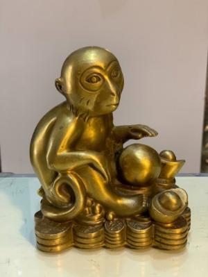 Tượng Khỉ ngồi trên tiền bằng đồng cao 14cm