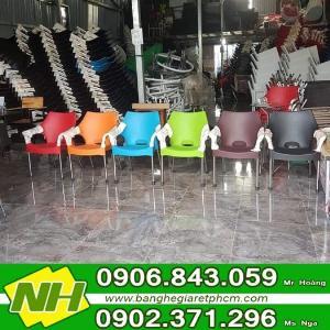 Ghế nhựa lỗ dành cho cafe sản xuất tại xưởng NT Nguyễn hoàng