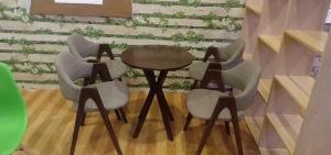 Bàn ghế chữ A caffe giá tốt - nội thất Nguyễn hoàng