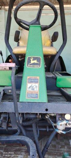 Máy cắt cỏ dành cho sân golf ngồi lái