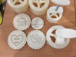 Sản xuất khuôn bánh trung thu theo logo yêu cầu ( khuôn tay, khuôn lò xo)