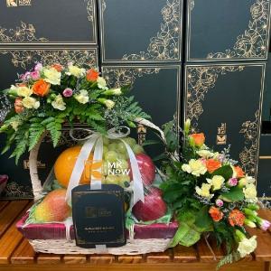 Combo giỏ quà tặng trái cây kèm hoa tươi - FSNK222
