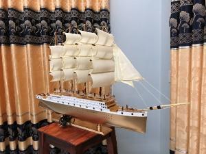 Thuyền buồm mô hình dài 95 cm