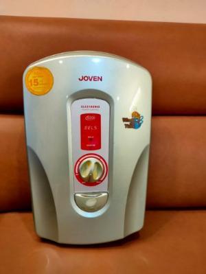 Máy tắm nước nóng trực tiếp Joven 820i .