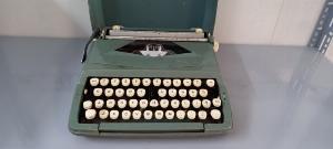 Máy đánh chữ Anh thập niên 1960s