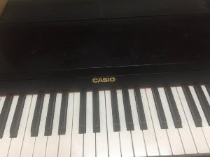 Đàn piano mới tinh