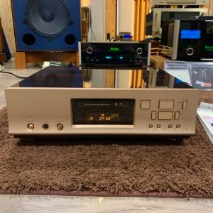 CD LUXMAN D-7 SIGNATURE ( vỏ piano )