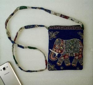 Túi đeo điện thoại vải thổ cẩm hình voi