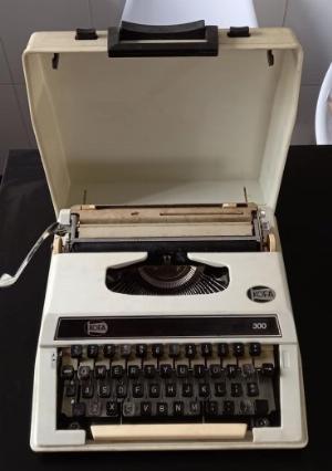 Máy đánh chữ Kofa 300 (Hobgkong) thập niên 1980s sử dụng tốt Máy đẹp 95%
