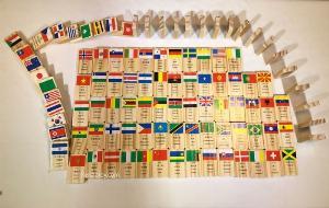 Domino 100 cờ quốc gia bằng gỗ | Domino xếp ngã sáng tạo