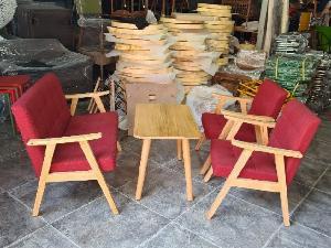 Sofa gỗ nệm màu đỏ nhấn nút giá xưởng
