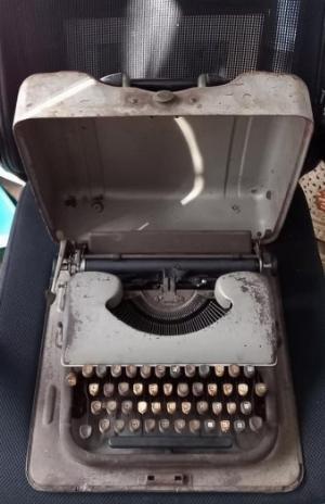 Máy đánh chữ Patria Thụy Sỹ Đời 1950s