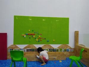 Bộ xếp hình lắp ghép LEGO gắn tường cho bé mầm non