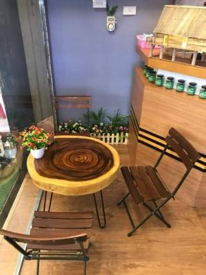 Bộ bàn ghế gỗ chân sắt.