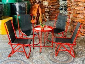 Bàn ghế xếp chân sắt giá rẻ nhất và có rất nhiều loại khác..