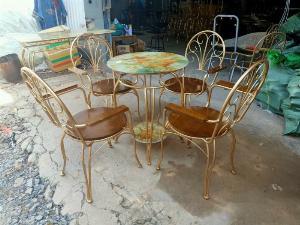 Bộ bàn ghế sắt sơn tỉnh điện màu vàng đẹp và sang