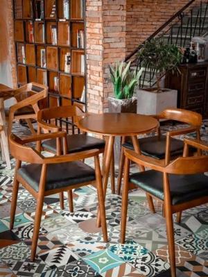 Bàn ghế gỗ sơn PU bọc nệm