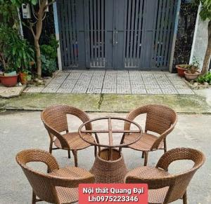 Cần thanh lý sản phẩm bàn ghế nhựa giả mây màu gỗ