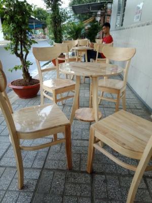 Bàn ghế cafe gỗ tự nhiên được phủ keo bóng chóng nước