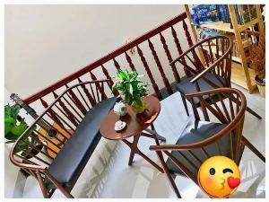 Sofa Nan gỗ sơn PU bọc nệm