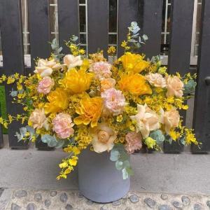 Bình hoa chúc mừng tone màu vàng cam sang trọng và quý phái - LDNK05