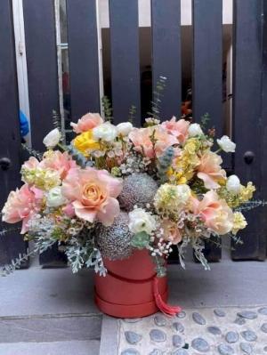 Bình hoa cúc mẫu đơn và hoa hồng chúc mừng khai trương - LDNK20