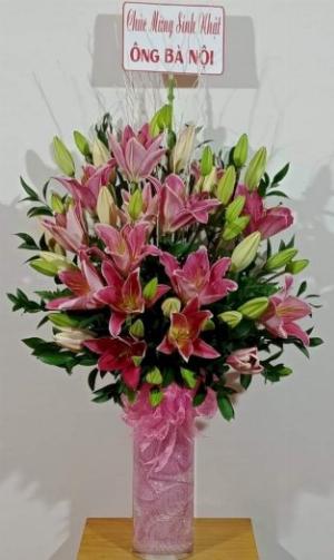 Bình hoa lily hồng chúc mừng sinh nhật bà - LDNK29