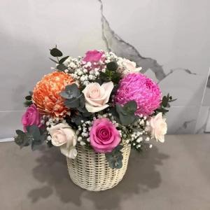 Giỏ hoa tươi chúc mừng để bàn tone màu ấm áp - LDNK36
