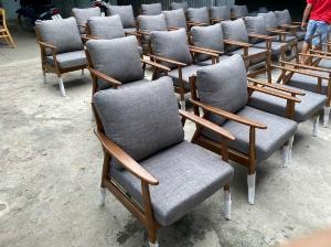 Ghế sofa gỗ ash chân tròn cho quán cafe