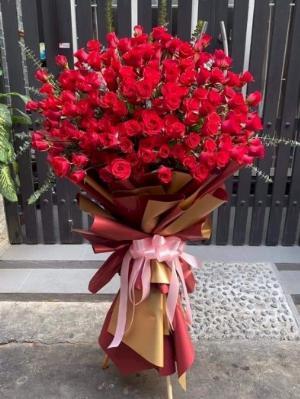 Bó hoa hồng đỏ khổng lồ chúc mừng ngày lễ tình nhân - LDNK53