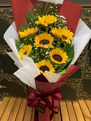 Bó hoa hướng dương chúc mừng lễ tốt nghiệp - LDNK77