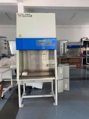 Tủ cấy vi sinh dòng khí thổi  đứng có cửa VC1200