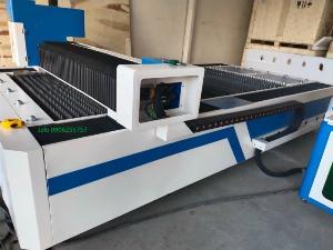 Máy cắt laser fiber 1000w giá rẻ tại thanh trì hà nội phù hợp cho xưởng cắt inox