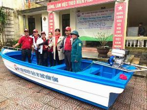 Thuyền composite dài 6m rộng 1.7m tải trọng 20 người cứu hộ lũ lụt Quảng Bình, Quảng Trị