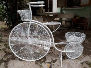 Xe đạp trang trí sân vườn