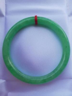 Vòng cẩm thạch đậu nở 60mm x dầy 8mm màu xanh lá đậu tươi đẹp nữ 57kg đến 68kg