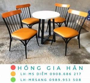 Bộ bàn ghế sắt nghệ thuật Hồng Gia Hân BGS10
