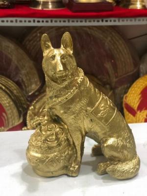 Tượng chó Vàng Bằng Đồng Đeo Chuông Vật Phẩm Phong Thủy,Cao 18cm Hàng Chính Hãng