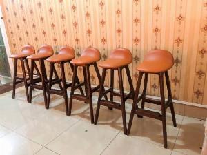 Ghế bar gỗ nệm sơn màu