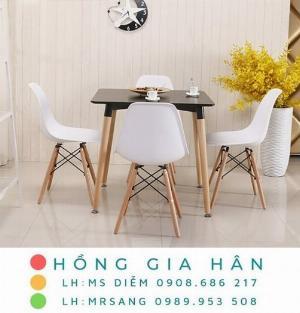 Bộ bàn ăn Eames sang trọng Hồng Gia Hân C105