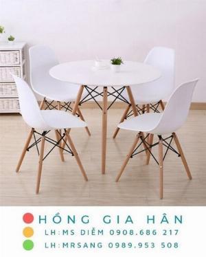 Bộ bàn ghế Eames Hồng Gia Hân C106