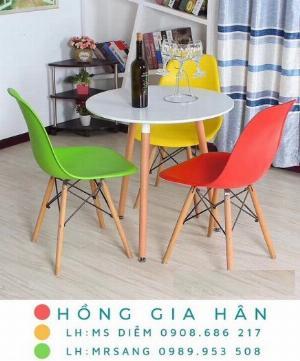 Bộ bàn ghế Eames Hồng Gia Hân C109