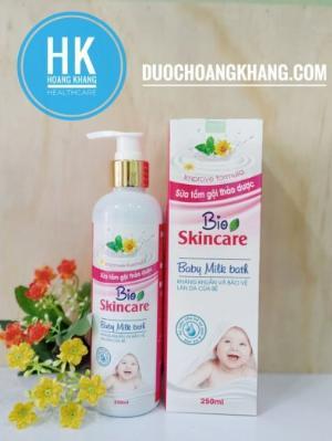 Sữa tắm gội Bio Skincare hai màu xanh và hồng