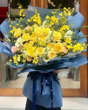 Bó hoa hồng tone vàng rực rỡ tặng sự kiện - LDNK104