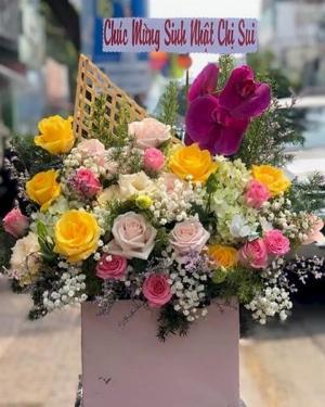 Hộp hoa hồng tươi mừng sinh nhật chị thông gia - LDNK148